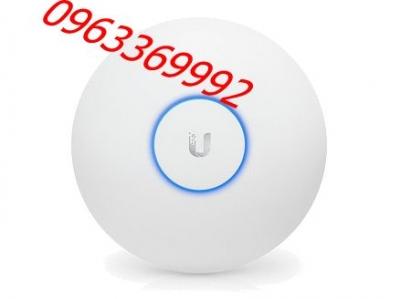 UniFi UAP-AC-LR 802.11ac Access Point (1.3 Gbps)